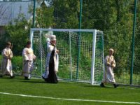 СТАНОВО. Клірик єпархії освятив новооблаштований спортивний майданчик для молоді